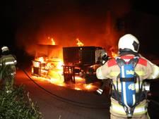 Twee vrachtwagens branden uit in Zeist