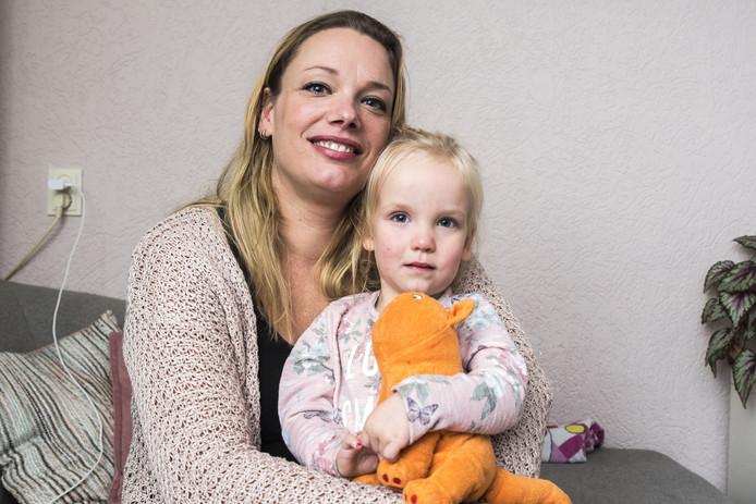 Jolanda ter Weele en dochter Emi.