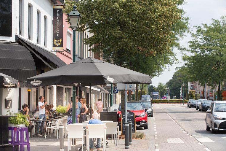 Hete hangijzersVerkiezingspagina's Hoe kan parkeerbeleid in handelskern beter? Het centrum is populair voor terrasjesvolk en winkelaars, maar waar moet al het volk staan?