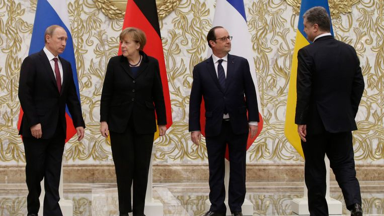 Poetin, Merkel, Hollande en Porosjenko bij aanvang van het overleg.