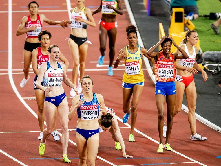De Keniaanse olympisch kampioen Faith Kipyegon pakte haar eerste wereldtitel in 4.02.59. De tijd van Hassan: 4.03,34. Beeld ANP