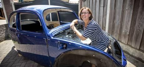 Monique Postel uit Oldenzaal is verliefd op de Kever