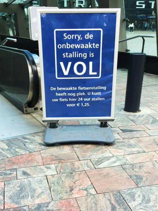 'Sorry, de onbewaakte stalling is VOL'.