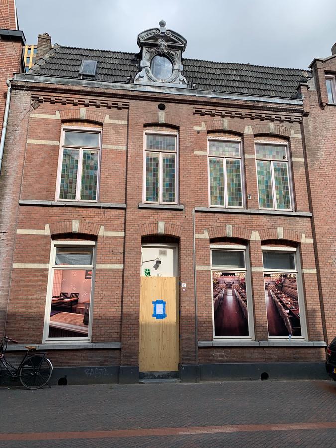 In een voormalige coffeeshop aan de Eindhovense Dommelstraat werd in 2016 flink gedeald met alle overlast van dien. Het pand is inmiddels gesloten.