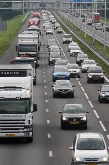 Ongeval op snelweg A1 tussen Deventer en Apeldoorn, half uur vertraging