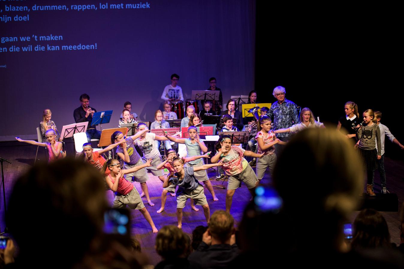 Met dans en muziek werd in oktober 2017 in Elcerlyc de start van het Jeugdcultuurfonds in Hilvarenbeek gevierd.