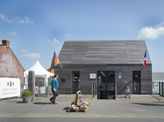 De Oesterij is ook onderdeel van familiebedrijf Dhooge. Dat bedrijf breidt nu uit met een nieuwe loods aan de Krab.