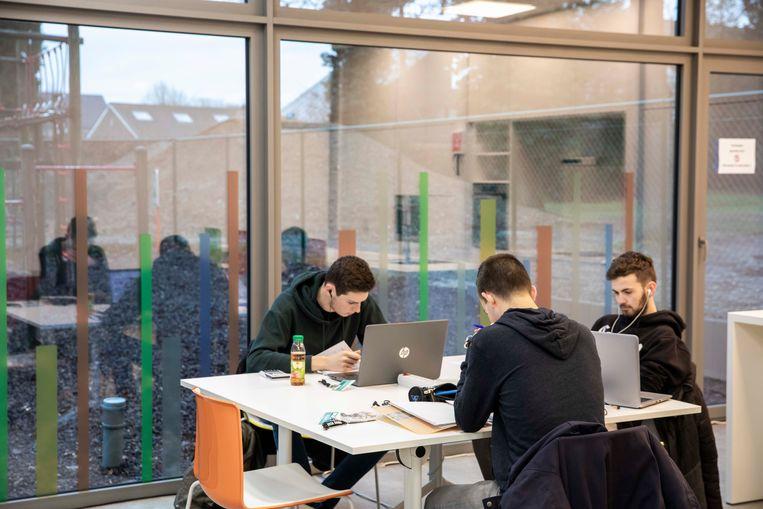 Gemeentebestuur en jeugddienst organiseren eerste blokbar voor studenten.