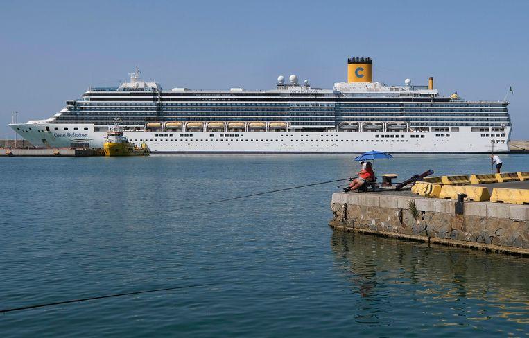 Cruiseliners liggen voor anker, wat rederijen per dag vele miljoenen euro's kan kosten.   Beeld Getty Images
