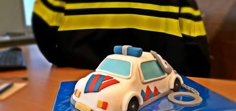 Tevreden inwoonster bakt prachtige taart voor politie Wijk bij Duurstede