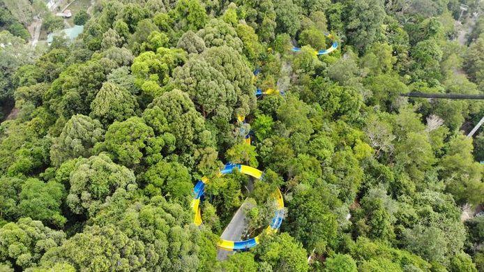 Bezoekers kunnen op het Maleisische eiland Penang genieten van de 1.140 meter lange glijbaan.
