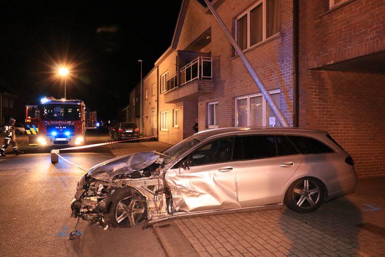 Een andere wagen belandde tegen een verlichtingspaal
