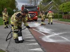 Brandweer uren zoet met oliespoor in Dedemsvaart