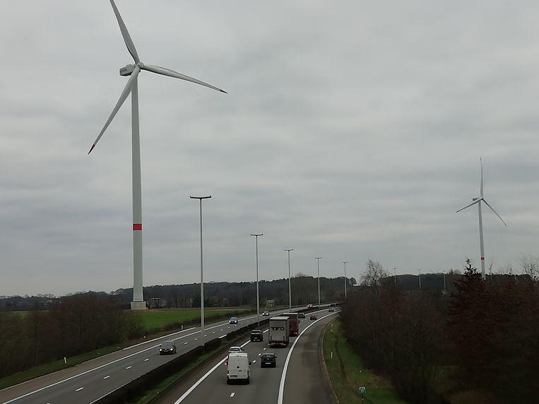 Langs de E314 staan dertien windturbines, waarvan de jongste twee hier in Scherpenheuvel en Bekkevoort.