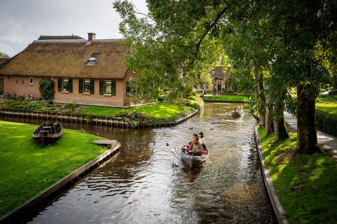 In de toekomstvisie staat wat de partijen willen met Giethoorn op het gebied van leefbaarheid, toerisme, wonen, zorg en voorzieningen.