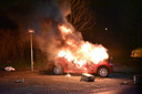 De brandweer racete vannacht van de ene naar de andere autobrand in Utrecht. Aan de Marshalllaan brandde een Volkswagen Up volledig uit.