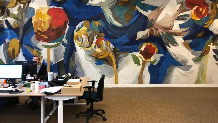 Wandschildering Aart Roos (1962) in de Stayokay, Timorplein 21. In de aula van de voormalige Derde Technische School op het Timorplein maakte de kunstenaar Aart Roos een van zijn belangrijkste wandschilderingen, met vogels en bloemen Beeld Jan Pieter Ekker
