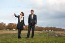 Projectleiders Anne Struijs en Antoine Stultjens van Innogy Windpower bv in het gebied Horst en Telgt over hun plan voor vier windmolens langs de A28: ,,Als ze energieneutraal willen worden kunnen gemeenten niet om windenergie heen.''