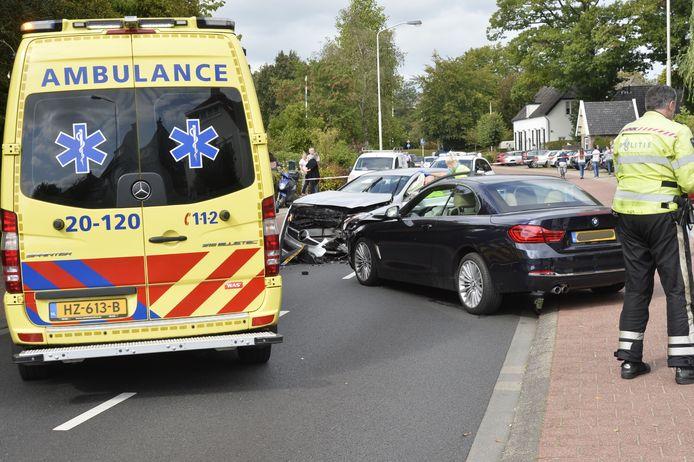 Frontale botsing twee auto's Breda.