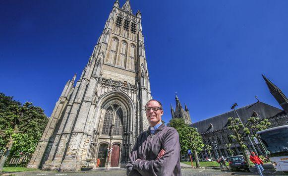 Priester Mathias Parret is maar al te blij dat er een relikwie van paus Johannes-Paulus II naar Ieper komt.
