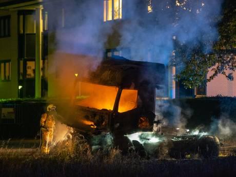 Truck brandt volledig uit vlakbij brandweergarage Zutphen