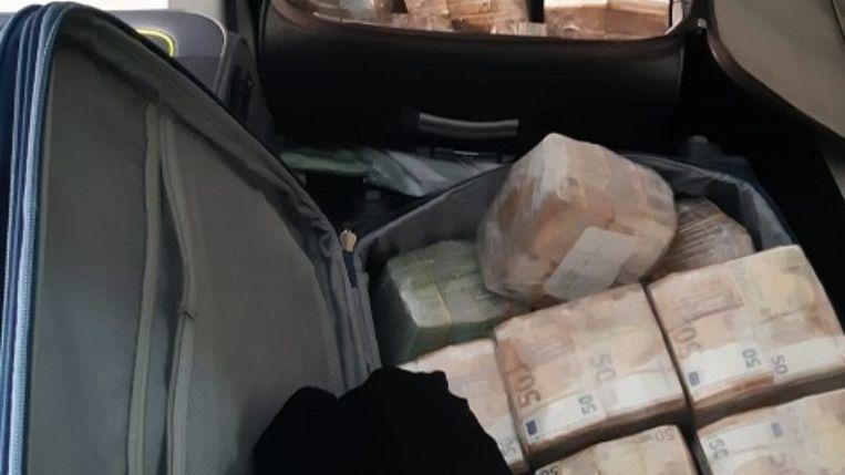 De politie heeft zeven verdachten gehouden in een groot drugsonderzoek waarbij ruim 12,8 miljoen euro aan cash is gevonden. Beeld Politie Amsterdam