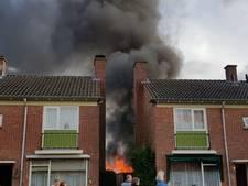Brand legt schuur in Enschede in de as