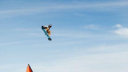 Aan 70 km/u en sprongen van 20 meter ver: dit is de impact van snowboarden op het lichaam van Seppe Smits