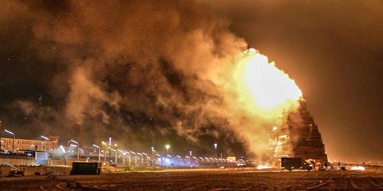 Burgemeester Johan Remkes: Scheveningse brandstapels maximaal 10 bij 10 bij 10 meter