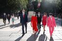 Koning Felipe (links), met naast hem, in het rood, zijn vrouw Letizia.