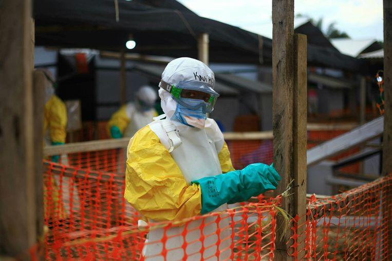 Een ebola-gezondheidswerker in het oosten van Congo.
