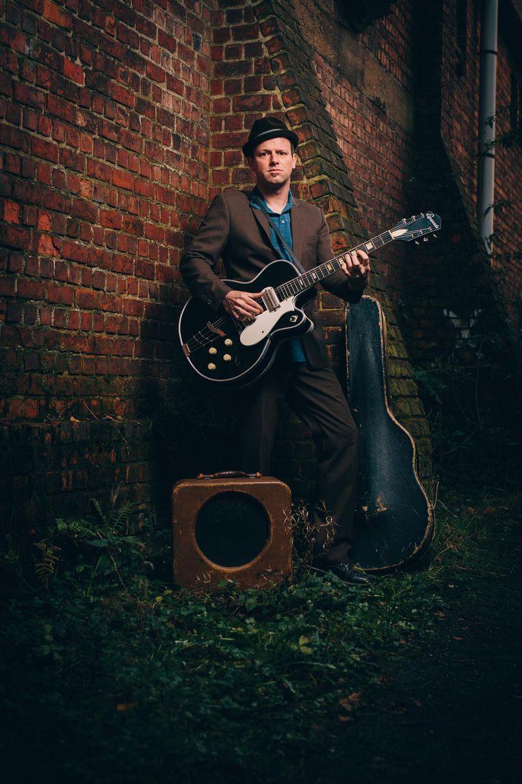 Shakedown Tim, met z'n onafscheidelijke gitaar en hoedje.