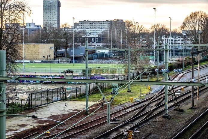 Deel van de toekomstige Reitse Campus, gezien vanaf het viaduct Ringbaan West.