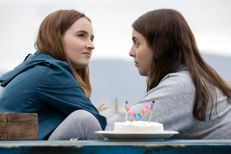 Kaitlyn Dever (links) en Beanie Feldstein (rechts)
