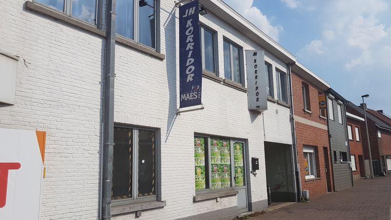 Jeugdhuis Korridor ligt naast de bibliotheek in de Heilaarstraat.