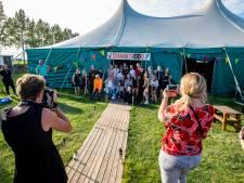 Musical en nachtje slapen in grote tent: 'We kunnen dit niet ook van hen afpakken'