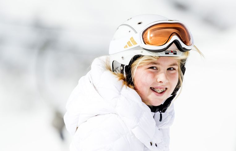Prinses Amalia draagt een skihelm tijdens de jaarlijkse fotosessie in het Oostenrijkse skioord Lech. Beeld anp