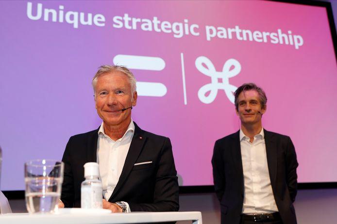 CEO van Belfius Marc Raisiere en Proximusbaas Guillaume Boutin tijdens een persconferentie afgelopen zomer.