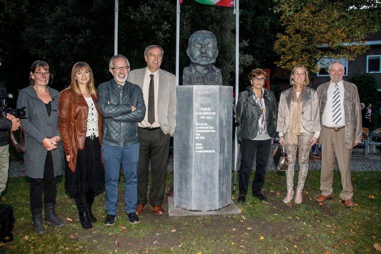 Het bronzen beeld van Marcel Van Driessche op het kruispunt van Dreef en Park Peeters.