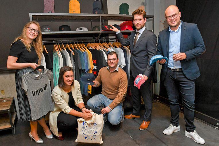 Kirby D'hooghe, Michèle Vandenbunder, Jonathan Castiau en Niels Vandecasteele en Steven Callens van Merchandise Essentials.