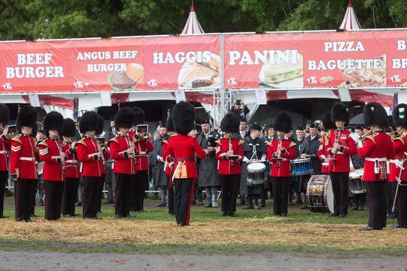 Tijdens het Schots Weekend op en rond kasteel (domein) Alden Biesen zorgen pipebands uit héél Europa voor doedelzakmuziek.