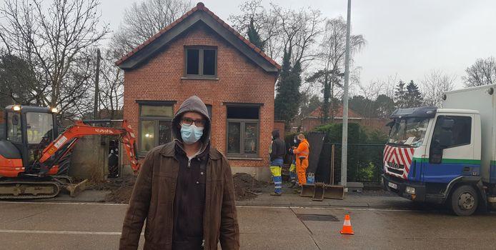 Wesley Barbery (39) uit Tremelo voor het huis.