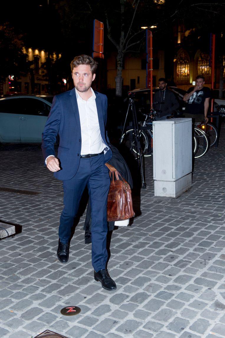 De ex-advocaat van Anderlecht, Laurent Denis, is aangehouden voor witwaspraktijken. Dat bevestigt zijn advocaat Dimitri De Beco (foto) rond half 3 's nachts bij het verlaten van de rechtbank in Tongeren.