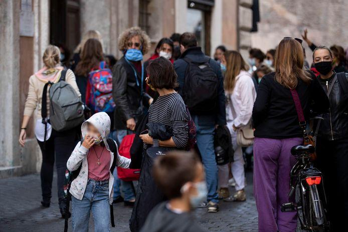 In Rome moeten mondmaskers nu al buiten gedragen worden.