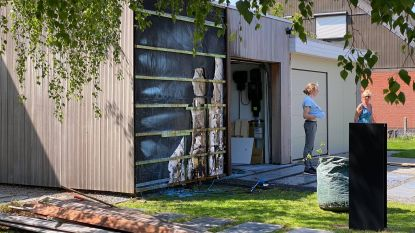 Onkruid verdelgen met gasbrander loopt bijna fout af
