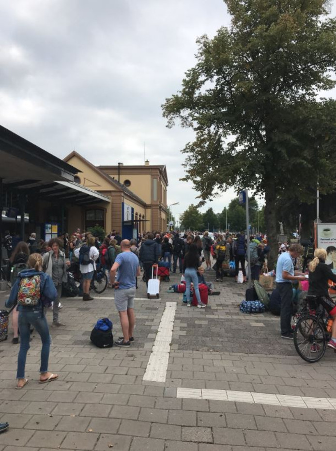 Het station in Meppel werd overspoeld met gestrande reizigers vanuit Leeuwarden.