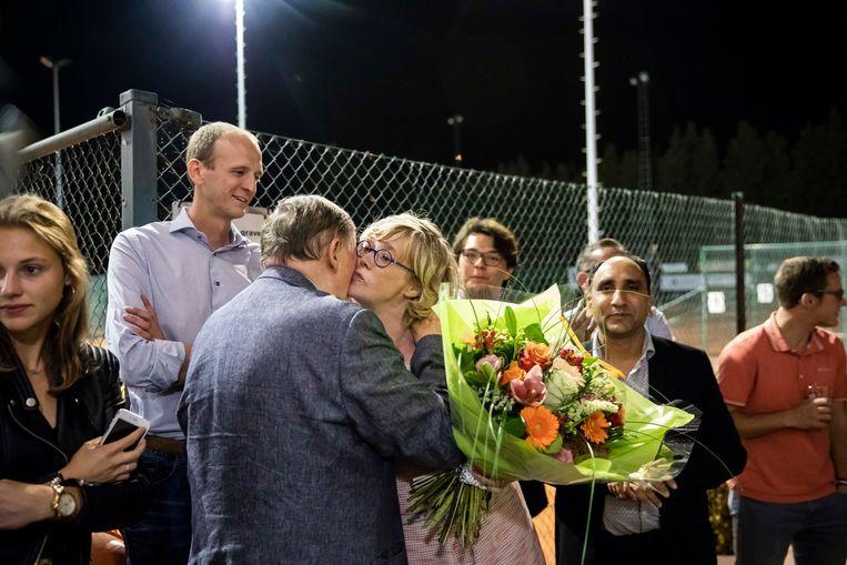 Veerle Heeren krijgt felicitaties van oud-burgemeester Jef Cleeren.