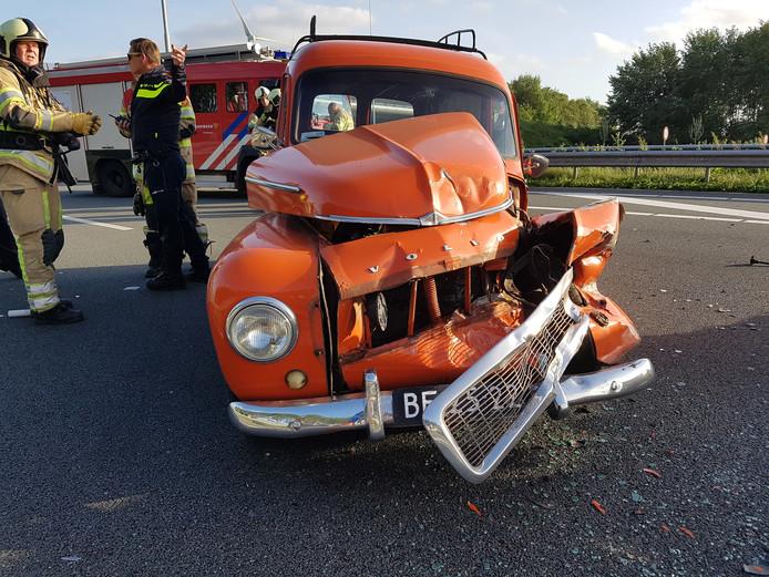 Gekregen foto bij ongeluk op de A2 Hella en Olaf van der Wijngaard hebben donderdagavond met hun vijftig jaar oude Volvo een ongeluk gehad op de A2.