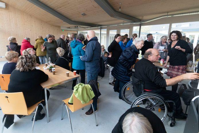 Het was een drukke dag bij de nieuwe hospice in Mook. Er werden zo'n 550 koppen koffie gezet.