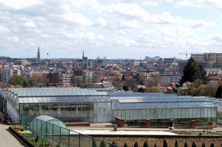 De serres van De Wijnpers in Leuven bewijzen dat de school een groen karakter heeft.
